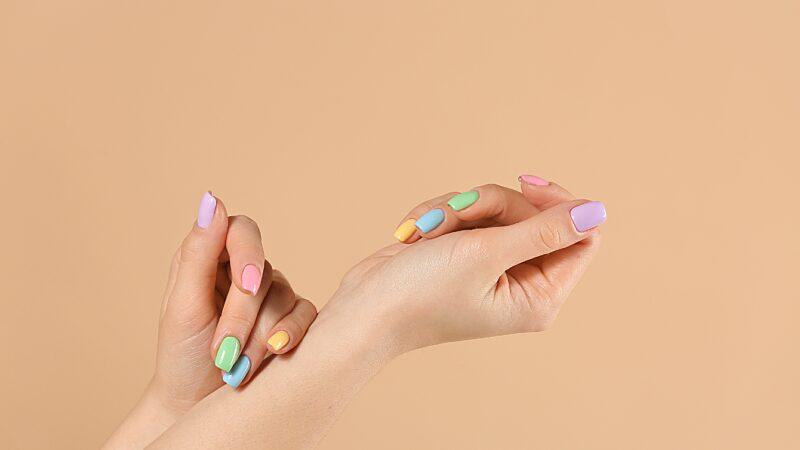 Mismatched Nails- der Trend für den Frühling.