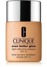 Clinique Even Better Glow Light Reflecting Makeup SPF 15 Foundation WN 44 Tea 30 ml Flüssige Foundation