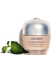 SHISEIDO - Shiseido Future Solution LX Total Radiance SPF 15 Flüssige Foundation  30 ml Nr. 4 - Rose - Foundation