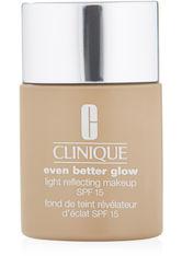 Clinique Even Better Glow Light Reflecting Makeup SPF 15 Foundation CN 70 Vanilla 30 ml Flüssige Foundation